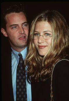 Jennifer Aniston and Matthew Perry Serie Friends, Friends Cast, Friends Moments, Friends Tv Show, Joey Friends, Ross Geller, Joey Tribbiani, Friends Wallpaper, Chandler Bing