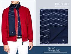 Una bufanda de seda color azul marino con micro estampado representa un contraste preciso en verano. #ZZegna