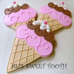Ice cream cone cookies in every style imaginable! Some have royal icing while others, like the first one, has both royal icing and buttercream. Some use real ice cream cones and others ma. Ice Cream Cookies, Fancy Cookies, Iced Cookies, Cute Cookies, Cupcake Cookies, Cookies Et Biscuits, Cream Biscuits, Cookie Icing, Royal Icing Cookies