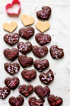 Chocolate Covered Peanut Butter Hearts | www.floatingkitchen.net Chocolate Covered Peanuts, Chocolate Drip, Chocolate Recipes, Chocolate Bars, Homemade Chocolate, Easy Delicious Recipes, Delicious Desserts, Dessert Recipes, Yummy Food