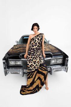 Roberto Cavalli, Runway Fashion, Fashion News, Wild Fashion, Fashion Trends, Italian Luxury Brands, Milano Fashion Week, Vogue Russia, Fashion Show Collection