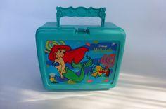 Vtg Walt Disney's The Little Mermaid Lunchbox Turquoise Seashell Seahorse Handle Disney Little Mermaids, The Little Mermaid, Disney Lunch Box, Lunch Boxes, Sea Shells, Walt Disney, Nostalgia, Handle, Turquoise