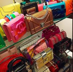 Image about style in Bag's👜💼👛 by tuckers gold Luxury Purses, Luxury Bags, Luxury Handbags, Louis Vuitton Alma, Louis Vuitton Handbags, Purses And Handbags, Cute Purses, Vuitton Bag, Cute Bags