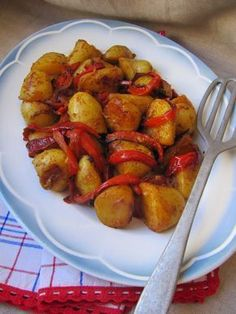 The cuisine here and ISCA: Spanish potatoes Potato Dishes, Potato Recipes, Vegetarian Recipes, Cooking Recipes, Healthy Recipes, Traditional French Recipes, Lunch Saludable, Tapas, Vegan Menu