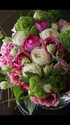 rose, ranunculus, hydrangea, fritillaria and viburnum - Please bring me this bouquet of flowers. Deco Floral, Arte Floral, Beautiful Flower Arrangements, Floral Arrangements, Fresh Flowers, Beautiful Flowers, Pink Flowers, Colorful Roses, Small Flowers