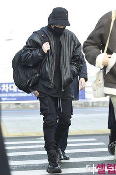 Bts Airport, Airport Style, Airport Fashion, Seokjin, Hoseok, Namjoon, Taehyung, Jeon Jungkook Hot, Bts Jungkook