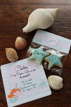 O Convite da festa vinha acompanhado de 2 biscoitos de estrela do mar. 033 by PraGenteMiúda, via Flickr