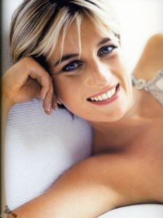 Princess Diana, photographed by Mario Testino, 1997                                                                                                                                                     Mais