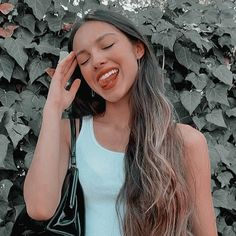 olivia rodrigo selfie psd icon Celebrity Crush, Role Models, Pretty Woman, Pretty People, Girl Crushes, My Girl, Actresses, Long Hair Styles, Celebrities