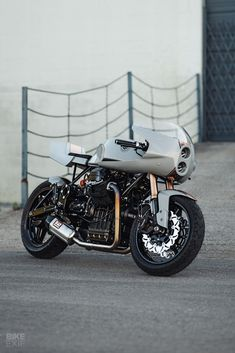 Grey Goose: A Guzzi 1100 Sport from San Francisco - Moto Guzzi cafe racers, scramblers and bobbers - Motorrad Moto Guzzi Motorcycles, Yamaha Virago, Moto Bike, Cool Motorcycles, Honda Cb750, Cafe Bike, Cafe Racer Bikes, Cafe Racer Motorcycle, Cafe Racers