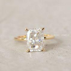 #MoissaniteRing #RingForHer #GirlsUniqueRing #YellowGoldRing #WeddingRing #EngagementRing #DiamondRing #GoldRingForHer #RoundMoissanite #AntiqueDiamondRing #ColorlessRing #ClawProngRing #RadiantDiamondRing