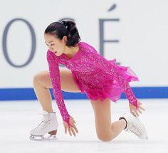 トリプルアクセルを失敗、転倒した浅田真央 (500×456) 「真央転倒…出遅れ4位「足の踏ん張り足りなかった」」 http://www.hochi.co.jp/sports/winter/20151128-OHT1T50005.html