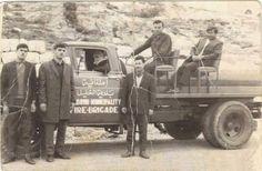 فريق وسيارة إطفاء بلدية الخليل الخليل، فلسطين ١٩٦٠  Firemen & fire car of Hebron Municipality Hebron, Palestine 1960  Bomberos y coche de bomberos del Municipio Hebrón Hebrón, Palestina 1960