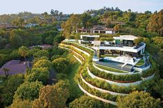 A Spectacular Beverly Hills House - http://decorationofhome.net/aa-home-design/a-spectacular-beverly-hills-house/ #house #interiordesign #design #architecture #livingroom #decorating #interiordecorating #BathRoom #BedRoom #Buildings #HomeDecoratingStyles #HomeFurnishing #HomeOfficeDecoration #InterestingDesigns #Kitchen #Lifestyle #Lighting #LivingRoomDecoration #HomeDecoration