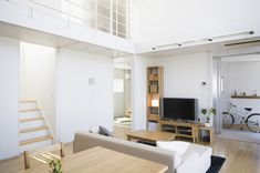 Following on from our previous articles on Japanese Minimalism: The Ant House, and the Modern Japanese Home, we taking a tour around this airy Japanese minimalistic prefab house from Muji.