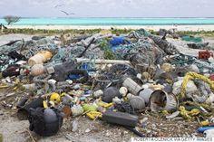 Em 2050, os oceanos terão mais plástico que peixes - Lixo coletado em pesquisa para avaliar a poluição de plásticos, no Havaí.