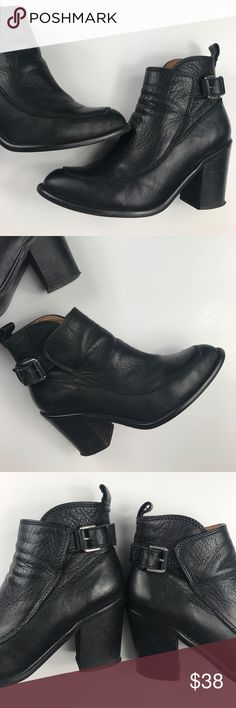 🚨LAST CHANCE🚨Zara Boots Size 6 Black boots in good condition. Some distressing on the inside. Not noticeable from outside. See last pic. Zara Shoes Ankle Boots & Booties