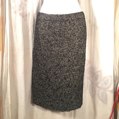 J. crew 6 Sparkly Work Career Skirt Gold Tweed EUC No issues, tweed, with some sparkle -  Let's be friends! Add me on Instagram @OrnamentalStone and @ShopJadedAndTraded Facebook Group: Jaded And Traded Pinterest: Ornamental Stone  and add my board Jaded And Traded Clothes For Sale ****I follow back! :)**** J. Crew Skirts Midi