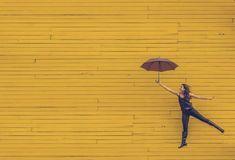 """Escribo sobre cómo las actitudes y las expectativas de los padres influyen en la #autoestima de los niños. Y en concreto en el caso de la #timidez en la infancia. """"Como padre o madre no vas a poder evitarle los problemas a tus hijos. Lo que sí puedes hacer es no generarles más problemas de los inevitables"""". #efectoPigmalión #educación #bienestar #psicología #infancia Ladies Umbrella, Chase Your Dreams, Quitting Your Job, Life Purpose, Finding Purpose, Finding Joy, Make Time, Optimism, Health And Wellness"""