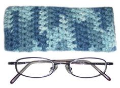 Crochet eyeglass case.  Can be adjusted to fit the dimensions of any pair of glasses.  Looks VERY easy!