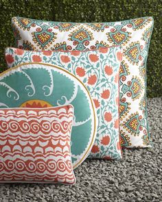 These outdoor pillows are the perfect colors for summer. #HORCHOW