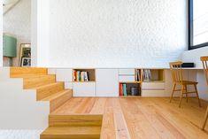 Transparence et intimité font bon ménage dans une petite maison mitoyenne Interior Architecture, Interior And Exterior, Home Furniture, Furniture Design, Interiores Design, Home And Living, Interior Inspiration, Living Spaces, Interior Decorating
