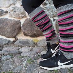 Hentsun helpot supersukat - LANKAHELVETTI Jordans Sneakers, Air Jordans, Adidas Sneakers, Drops Design, Leg Warmers, Mittens, Knit Crochet, Legs, Knitting