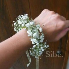 Mothers and grandmothers corsage Idea with gypsophila or baby's breath Wedding Coursage, Corsage Wedding, Prom Flowers, Bridal Flowers, Gypsophila Wedding, Gypsophila Bouquet, Wrist Corsage, Bride Bouquets, Flower Crown