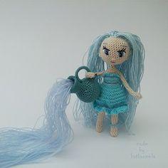 Авторская вязаная кукла крючком Водолей от Katkarmela с фото и пояснительным видео. Связана из хлопка на проволочном каркасе.