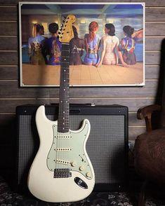 "476 Me gusta, 3 comentarios - Daily Guitars! (@daily_guitars_) en Instagram: ""#Repost @rafaellojagaragem ・・・ Stratocaster! Fender Road Worn 60 Olympic White,  #guitar #guitars…"""
