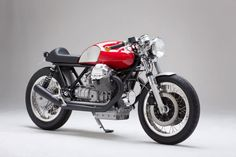 Love Moto Guzzi's and the turn signals on the handlebars. Moto Guzzi Cafe Racer by Kaffeemaschine - Silodrome