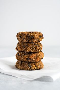This Sweet Potato Black Bean Burger with Chili Lime Mayo is made with quinoa, sweet potatoes, black beans and spices. No eggs required! It's gluten free, vegetarian and vegan. Burger Recipes, Vegetarian Recipes, Vegetarian Wraps, Whole Food Recipes, Cooking Recipes, Quinoa Sweet Potato, Black Bean Burgers, Black Bean Veggie Burger, Cooking Sweet Potatoes