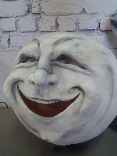 """Brandi McKenna """"man in moon lantern"""" – Schnittlauch&Ranunkeln - Space Halloween Doll, Vintage Halloween, Fall Halloween, Halloween Queen, Moon Witch, Paper Mache Sculpture, Sun And Stars, Painted Pumpkins, Paper Clay"""