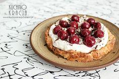 Polish #Easter cake with #cherries. http://www.kuchniokracja.hanami.pl/index.php/mazurek-z-kremem-waniliowym-i-wisniami-w-syropie-wielkanoc-2015/