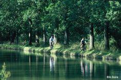 Cyclotouristes sur les chemins de halage du Canal du Nivernais !