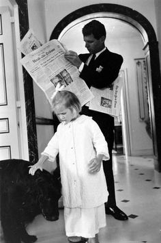 Robert F. Kennedy with daughter, Kathleen. Los Kennedy, Ethel Kennedy, Robert Kennedy, Jackie Kennedy, Jaqueline Kennedy, Familia Kennedy, John Fitzgerald, Greatest Presidents, Life Magazine