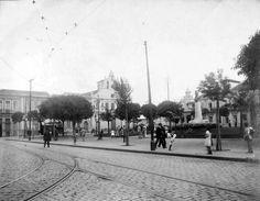 Praça João Mendes em 1914, ao fundo nota-se a igreja, já demolida, de N.S. dos Remédios.