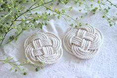 100均のロープで出来る ナチュラル可愛いお花コースターを作ってみよう! |LIMIA (リミア) Coasters, Kids, Handmade, Crafts, Accessories, Wedding, Dorset Buttons, Young Children, Valentines Day Weddings