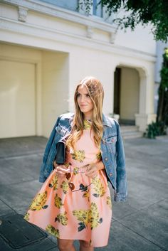Perfect for spring. Gal Meets Glam Last Summer Dress - Blaque Label dress, Madewell denim jacket, Sophie Hulme clutch, & Ray Ban sunglasses Cute Preppy Outfits, Preppy Style, Pretty Outfits, Spring Summer Fashion, Spring Outfits, Moda Formal, Estilo Blogger, Cute Dresses, Summer Dresses