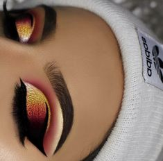 makeup classes eye makeup tips makeup on white dress makeup jaclyn hill palette makeup tutorial for beginners makeup allergy eye makeup goes with black dress makeup brands Makeup Eye Looks, Beautiful Eye Makeup, Cute Makeup, Glam Makeup, Pretty Makeup, Skin Makeup, Makeup Inspo, Eyeshadow Makeup, Makeup Inspiration