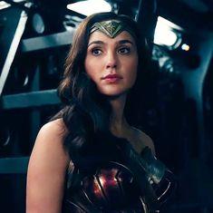 Gal Gadot as Wonder Woman Wonder Woman Art, Gal Gadot Wonder Woman, Wonder Woman Movie, Wonder Women, Batman Begins, Gal Gardot, Dc World, Dc Comics Heroes, Cute Woman