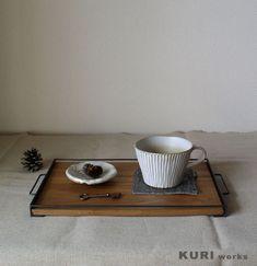 コーヒーと一口サイズのケーキをちょこんと乗せて。小さめサイズのおやつトレーです。■サイズ:約 幅335mm×奥行200mm×高さ20m...|ハンドメイド、手作り、手仕事品の通販・販売・購入ならCreema。