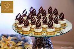 Výsledek obrázku pro glaçados para casamento Mini Desserts, Dessert Recipes, Christmas Candy Crafts, Cake Away, Cafe Cup, French Patisserie, Cupcakes, Afternoon Tea, Catering