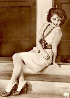 CLARA BOW silent film actress in ankle socks & polka dot belt & trim. Old Hollywood Glamour, Golden Age Of Hollywood, Vintage Hollywood, Hollywood Stars, Fifties Fashion, Vintage Fashion, Vintage Beauty, Divas, Sophia Loren Images