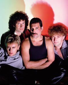 Queen - Brian May, Freddie Mercury, John Deacon & Roger Taylor - Photo by George Hurrell Queen Freddie Mercury, John Deacon, Queen Pictures, Queen Photos, Kill La Kill, Stevie Nicks, Queen Banda, Fred Mercury, Bryan May