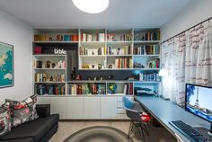 שלוש פינות: עיצוב בית שדייריו אוהבים טיולים, אורחים וחתולים | בניין ודיור