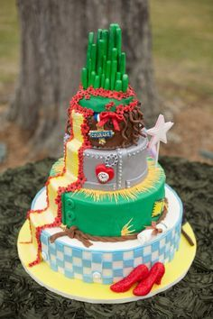 wouldn't have an oz wedding... but it's a cool cake