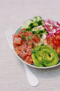 Salmon Avocado, Smoked Salmon, Poke Bowl, My Sushi, Bowl Cake, Salmon Recipes, Cooking Time, Summer Recipes, Food Videos