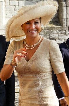 Queen Máxima openned the Center for Educational Excellence at University College Roosevelt in Middelburg Queen Of Netherlands, Fancy Hats, Church Dresses, Baby Baker, Queen Maxima, Lady And Gentlemen, Hats For Women, Formal, Honda Passport