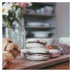 Homemade macarons, scones en chocolaatjes  #taartjesvansaartje #hightea #rotterdam #scones #macaron #macaroons #homemade #treat #gezellig #thee #tea #candy #party #babyshower #birthday #food